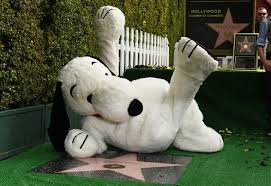 La stella di Snoopy brilla sulla Walk of Fame di Hollywood