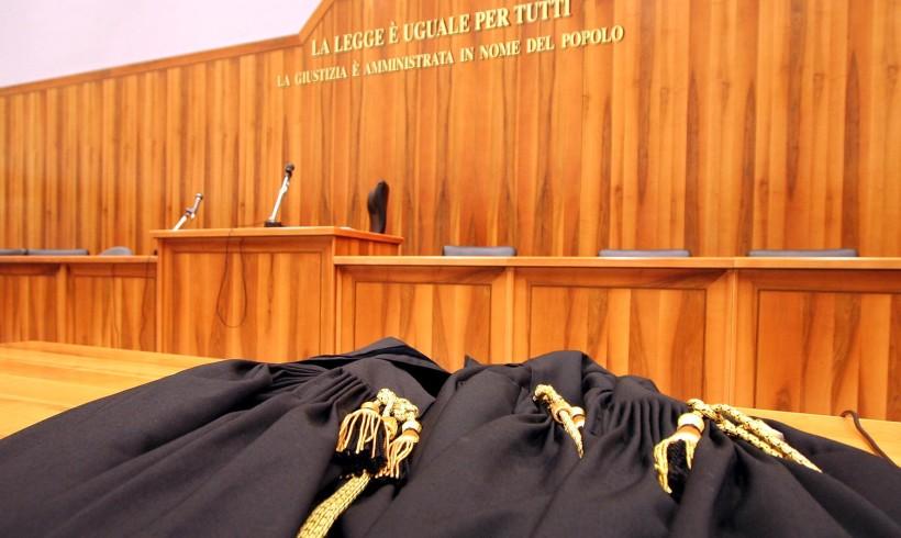 Uccisero il cane a bastonate: richiesta di condanna a 1 anno e 11 mesi per i pastori del Bresciano