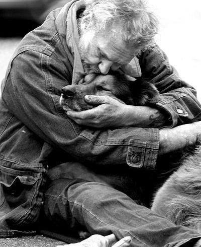 """""""La carità non si fa a metà: accoglienza notturna anche per i cani dei clochard"""". La battaglia Feder Fida nelle notti di Roma"""
