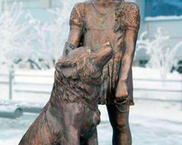 Una statua per la bimba-Mowgli e per Naida, sopravvissuti al bosco siberiano