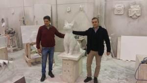 La scultura in marmo bianco raffigurante Diesel è in lavorazione