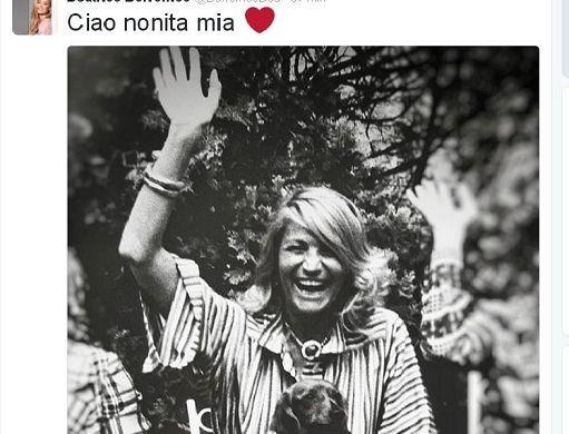 """""""Ciao nonita mia"""": l'addio a Marta Marzotto arriva via Twitter ed è un 'ciao' col cane in braccio"""