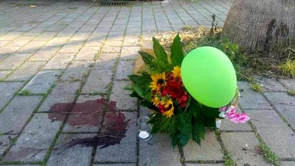 Chicca, 6 mesi: ammazzata a pedate dal suo proprietario. Pienone alla manifestazione per lei