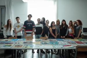 Foto di gruppo con i disegni