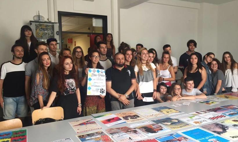 """Quaranta locandine col """"Cuor di Pelo"""": a Genova il liceo artistico disegna la Bass Pride 2017"""