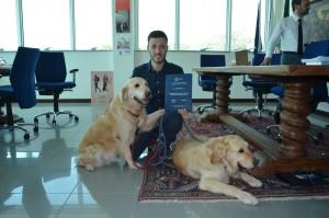 Gabriele Antonelli con i collaboratori a quattro zampe nel giorno della sua laurea