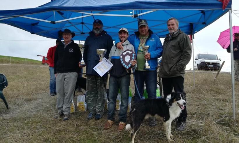 Il border collie Bull campione italiano di Sheepdog insieme a Lorenzo Sparapani