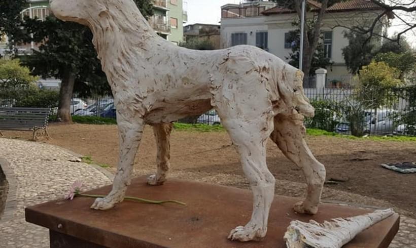 Cane Angelo, l'ultimo spregio è il danno alla statua nel parco Ravizza a Roma